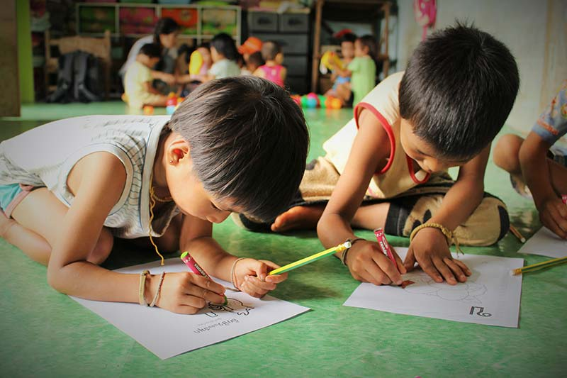 Shan migrant children studying
